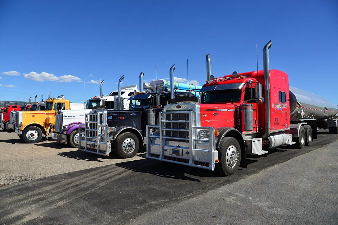משאיות שונות