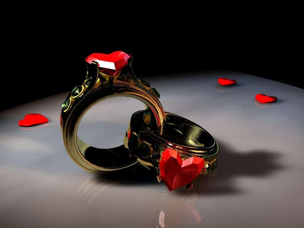 טבעת אירוסין בצורת לב