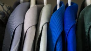 חליפות בארון