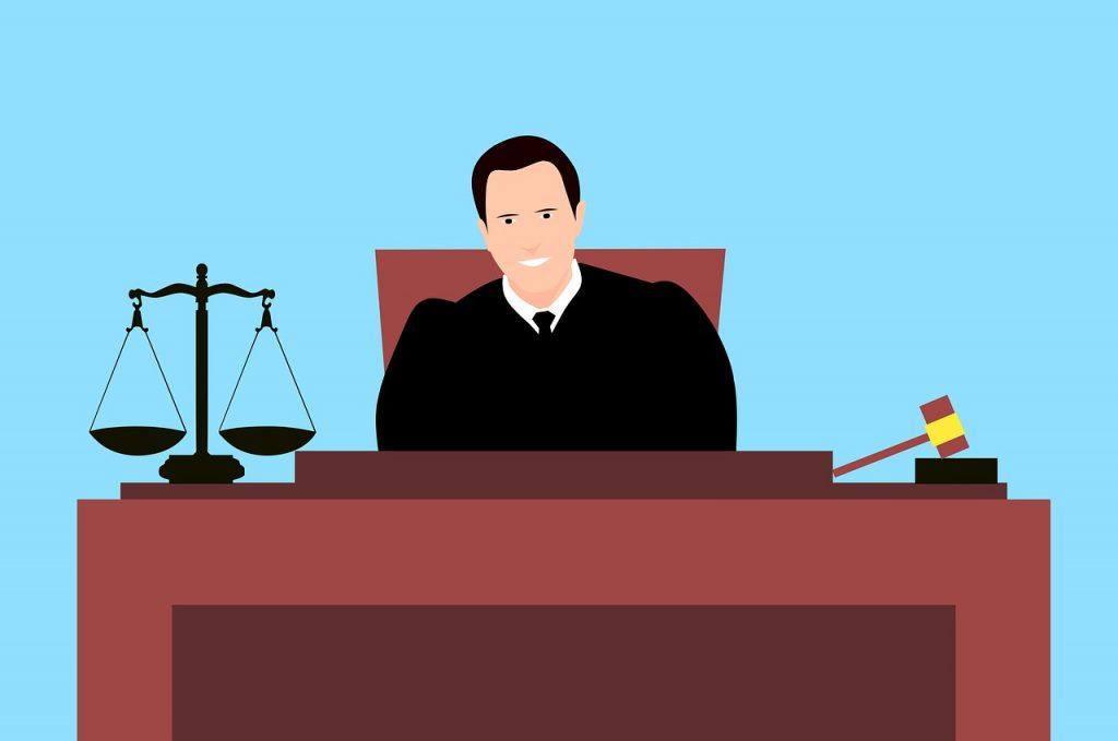 שופט בבית משפט